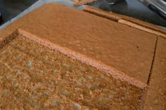 Maronischnitte - Bine kocht! Strudel, Butcher Block Cutting Board, How To Dry Basil, Herbs, Desserts, Food, Rouladen, Cacao Powder, Bakken