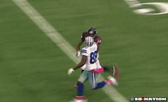 Dez Bryant Amazing catch against the Texans. Football Gif, Dallas Cowboys Football, Football Memes, Football Stuff, Handsome Football Players, Fun Video Clips, Dez Bryant, How Bout Them Cowboys, Sport