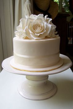 Ideas For Wedding Cakes Simple Roses Sugar Flowers Ivory Wedding Cake, Small Wedding Cakes, Beautiful Wedding Cakes, Gorgeous Cakes, Wedding Cake Designs, Bling Wedding, Barbie Cake, Rose Cake, Sugar Flowers