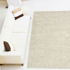 The rug has a plain coloured pile that will offer contemporary styling and is available to buy online in three standard rectangular size with huge discounts against High St prices.