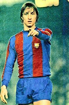 Johan Cruyff of Barcelona in Soccer Fifa, Kids Soccer, Soccer Stars, Best Football Players, World Football, Soccer Players, Fc Barcelona, Retro Football, Sport Football