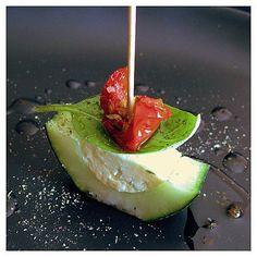 Komkommer met boursin en tomaat