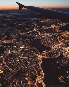 SKY HIGH | A breathtaking view of the city lights from the window of the PLANE | For more travel inspiration visit www.dontsweatthestewardess.com | Pic by @18Redhead