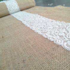 Chemin de table en jute et dentelle centrale pour mariage ou maison : Textiles et tapis par save-your-deco