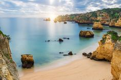 Pure #Portugal - why shoulder season is the perfect time to visit the Algarve - via independent.ie 10.01.2016 | Fewer tourists, emptier beaches, perfect weather. Shoulder season is the perfect time to visit the Algarve. Photo: The Algarve boasts impressive beaches.