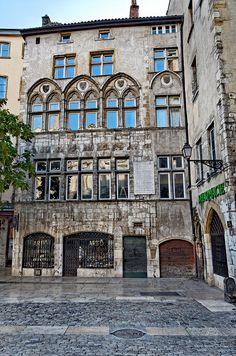 Maison Thomassin, Vieux Lyon, France Plus vieille maison d'habitation de Lyon, construite en 1298 par la famille Fuers.  La façade est gothique date de 1493 et est l'initiative de Claude Thomassin.