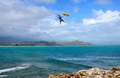 Board off in Hawaii, Oahu. Credit: Raph Betelli