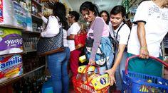 Más de 35.000 venezolanos cruzaron la frontera desde las 6:00 de la mañana y hasta las 6:00 de la tarde de este domingo a través del paso peatonal del puente internacional Simón Bolívaren la población de San Antonio del Táchira, que limita con...
