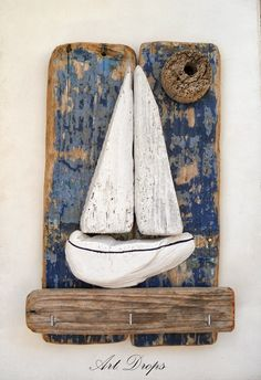 Art Drops - love this driftwood art! Driftwood Projects, Driftwood Art, Sea Crafts, Nature Crafts, Creation Deco, Pallet Art, Wood Creations, Beach Art, Pebble Art