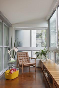 Reading Corner: 60 Decorating Ideas and How to Make - Home Fashion Trend Small Apartment Decorating, Interior Decorating, Interior Design, Decorating Ideas, Interior Balcony, Porche, Terrace Design, Cozy Corner, Decoration