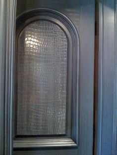 Glossy Croc Door finish by the Dallas Faux Finishing Studio. Faux Paint Finishes, Wall Finishes, Faux Walls, Textured Walls, Painted Walls, Painted Furniture, Pinterest App, Faux Painting, Ship Lap Walls
