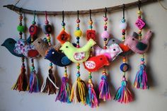 Colgante Pajaritos – Artesanías – MercadoLibre Argentina – Keep up with the times. Felt Crafts, Diy And Crafts, Crafts For Kids, Arts And Crafts, Sewing Projects, Craft Projects, Art Textile, Felt Birds, Fabric Jewelry
