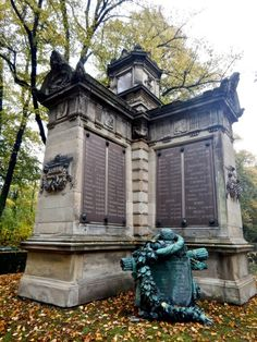 Soldiers' Memorial, Melaten Cemetery    Cologne, Germany