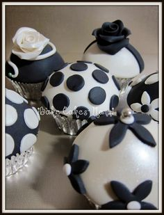 Black and white cupcakes--- beautiful