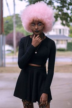 Pink Afro on dark skin (brunette complexion). Afro Punk, Black Girls, Black Women, Black Girl Pink Hair, Black Hair, Pretty People, Beautiful People, Curly Hair Styles, Natural Hair Styles