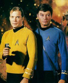 Star Trek Original: Captain Kirk and Bones Star Trek Tv Series, Star Trek Cast, Star Trek Original Series, Star Trek Movies, Star Trek Enterprise, Star Trek 1966, Star Trek Captains, Star Wars, William Shatner