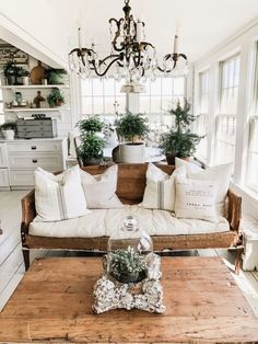 55 Incredible Farmhouse Living Room Sofa Design Ideas And Decor Home Interior, Living Room Interior, Home Living Room, Living Room Decor, Interior Design, White Living Rooms, Farmhouse Living Rooms, Romantic Living Room, French Living Rooms