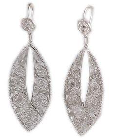 Stylish Aho Poi Filigree Earrings