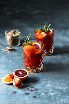 Blood orange punsch with rosemary Detox To Lose Weight, Workout To Lose Weight Fast, Food Photography Styling, Food Styling, Cocktail Photography, Drink Photo, Vegan Appetizers, Yummy Drinks, Cocktail Recipes