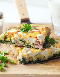 Spring Onion Pancakes With Ginger Dipping Sauce Frittata, Vegetarian Recipes, Cooking Recipes, Healthy Recipes, Eat Breakfast, Breakfast Recipes, Calzone, Good Food, Yummy Food