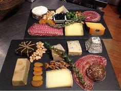#slate #plate #pizarra #chease We don't like to Cook.@platosdepizarra. Venta online en www.platosypizarras.com De nuestra cantera a tu mesa