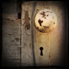Keyhole - Catherine Howie Best Iphone, Iphone Photography, Door Knobs, Photographers, Wall Lights, Board, Photos, Image, Door Handles