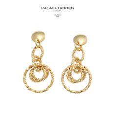 b47bfd2cdc69 El  oro es un metal de todos los tiempos. ¡Las  joyas diseñadas con este  metal precioso nunca pasarán de  moda!