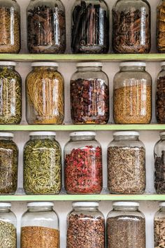Glass jars with spices in the souk of Marrakech Kitchen Organization Pantry, Diy Kitchen Storage, Jar Storage, Kitchen Pantry, Home Decor Kitchen, Interior Design Kitchen, Food Storage, Diy Home Decor, Medicine Organization