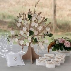 Reveal Parties, Place Cards, Glass Vase, Place Card Holders, Table Decorations, Vintage, Grand Jour, Gender Reveal, Wedding Ideas