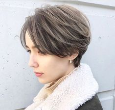 Short hairstyles for thick hair looks sharper than the longer hairstyles. Mature Women Hairstyles, Tomboy Hairstyles, Short Hairstyles For Thick Hair, Girl Short Hair, Twist Hairstyles, Short Hair Cuts, Celebrity Hairstyles, Trendy Hairstyles, Wedding Hairstyles