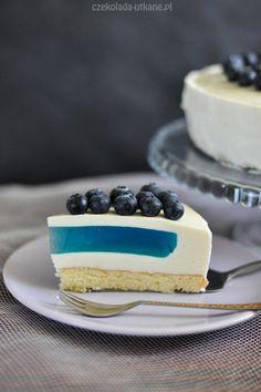 Ten torcik to idealna propozycja na wszelkie imprezy. Ukryta wewnątrz niebieska galaretka robi wrażenie!