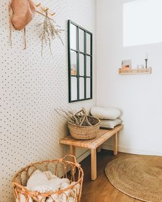 #DIY #cannage #estanteria #ikeahacks #recibidor #hall Ikea Hack, Hanging Chair, Diy Projects, Instagram, Furniture, Home Decor, Decoration Home, Hanging Chair Stand, Room Decor