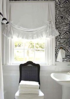 Suellen Gregory Veranda Brunschwig Wallpaper. details on the window treatment