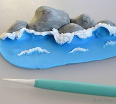 on how to make Fondant Waves on a Cake.Tutorial on how to make Fondant Waves on a Cake. Fondant Icing, Fondant Toppers, Fondant Cakes, Cupcake Cakes, Fondant Recipes, Chocolate Fondant, Mint Chocolate, Buttercream Frosting, Chocolate Chips