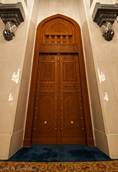 The Door & The side Chandler Reflection by Ali Q Mosque Architecture, Indian Architecture, Interior Architecture, Beautiful Mosques, Beautiful Buildings, Sultan Qaboos Grand Mosque, Wooden Main Door Design, Classic Doors, Windows