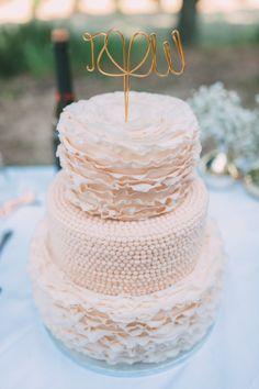 Textured wedding cake: http://www.stylemepretty.com/destination-weddings/2015/02/20/elegant-tuscany-wedding-at-castello-di-santa-maria-novella/ | Photography: FunkyBird - http://funkybirdphotography.com/