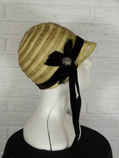 a20ac4766a2 Original 1920s Cloche Hat Flapper Straw Black Velvet w Flower Accent Teens    Unlabeled