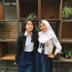 Best Friend Couples, Best Friend Goals, Aesthetic Songs, Aesthetic Girl, Ulzzang Couple, Ulzzang Girl, Casual Hijab Outfit, Indonesian Girls, Cute Couple Pictures