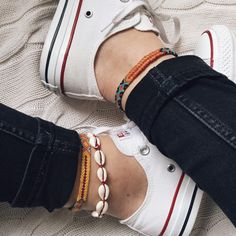sneakers + jeans + anklets - diy jewelry To Sell Ideen Diy Jewelry To Sell, Cute Jewelry, Gold Anklet, Anklets, Diy Bracelets Easy, Moda Boho, Anklet Bracelet, Estilo Boho, Ladies Dress Design
