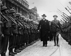 Ronan Fanning, author of Éamon de Valera: A Will to Power, reflects on what the critical response to it tells us about attitudes to Dev both at home and in Britain Roosevelt, Ireland 1916, Dublin Ireland, Republican News, Military Guard, Dublin Castle, Irish Sea, Army Soldier, British Army