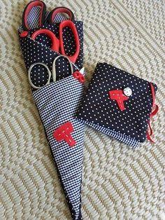 Fabulosas Ideas con Moldes para Guardar Las Tijeras al mejor estilo de El Mejor Tip Casero. - Sewing Hacks, Sewing Crafts, Sewing Projects, Quilt Patterns, Sewing Patterns, Baby Shower Favours, Needle Book, Creation Couture, Sewing Studio
