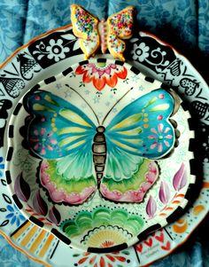 otro plato pintado x mi x Ani Alonso Hand Painted Pottery, Pottery Painting, Hand Painted Ceramics, Ceramic Painting, Ceramic Artists, China Painting, Ceramic Clay, Ceramic Plates, Porcelain Ceramics