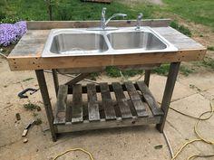 Adapting a garden hose to an outdoor sink Outdoor Garden Sink, Outdoor Kitchen Plans, Outdoor Sinks, Outdoor Gardens, Garden Hose, Fish Cleaning Table, Fish Cleaning Station, Outdoor Couch, Outdoor Tables