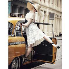 Hey, #TAXI! Dreaming of summer vacation ✨ #NYC #Bonvoyage #BalletBeautiful #BalletBeautifulStreet  @michaelbeauplet