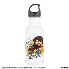 Harry Potter - Cartoon Harry and Hedwig Flying Past Hogwarts. Producto disponible en tienda Zazzle. Product available in Zazzle store. Regalos, Gifts. Link to product: http://www.zazzle.com/cartoon_harry_and_hedwig_flying_past_hogwarts_stainless_steel_water_bottle-256743596449234760?CMPN=shareicon&lang=en&social=true&rf=238167879144476949 #bottle #botella #HarryPotter