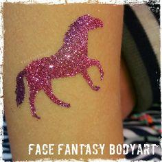 Pink horse glittertattoo by Face Fantasy BodyArt