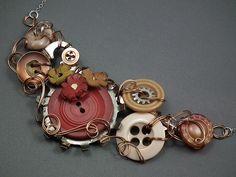Bracelete de botões. Simplesmente belíssimo.