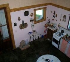 BI68723 - Bariloche  -  Pcia de Rio Negro. Tipo: Casa Sup cub.: 117 Mts2 - Terreno: 1500 Mts2 Estado: Bueno Directv Internet Estilo casa de campo con aberturas antiguas, hecha en loft. Baño completo con ante baño 3.5 x 2.7mts. Lavadero 1.7 x 3.5 mts. Por planos tiene opción a dos habitaciones mas en el primer piso (que no se hicieron).