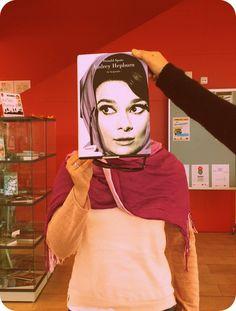 Avui en el #bookfacefriday us mostrem la biografia d'Audrey Hepburn