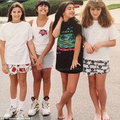 Kris Jenner Posts Epic Throwback Pic of Kourtney and Kim Kardashian?See the Funny Snapshot! Kourtney Kardashian, Kim Kardashian Joven, Familia Kardashian, Kim And Kourtney, Estilo Kardashian, Kardashian Family, Kardashian Style, Kardashian Jenner, Kardashian Photos